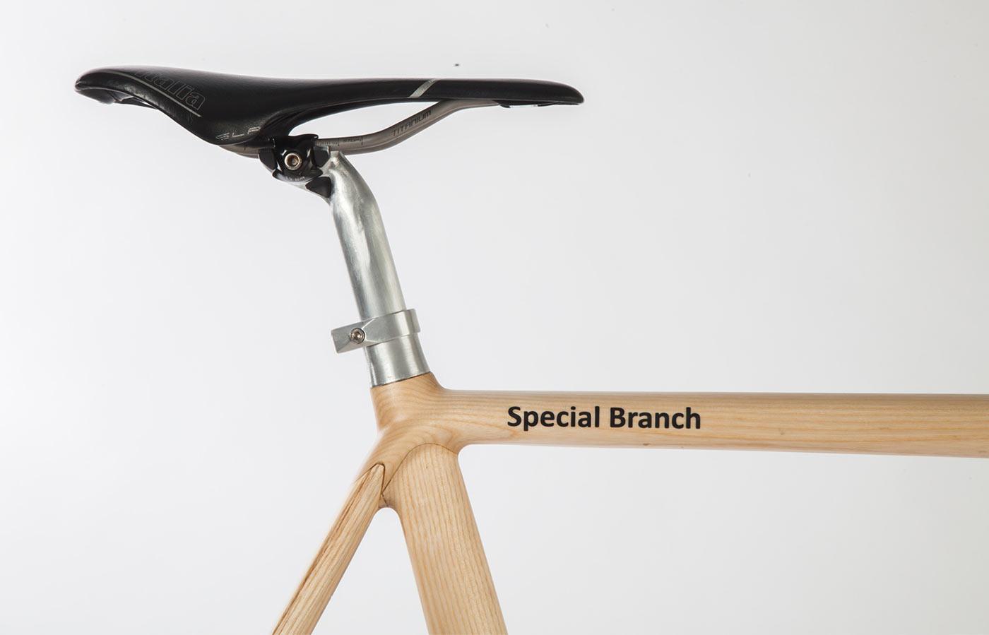 Woodelo photography production saddle and frame closeup